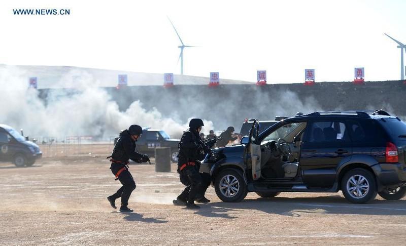 Trung - Nga diễn tập chống khủng bố tại biên giới - ảnh 1