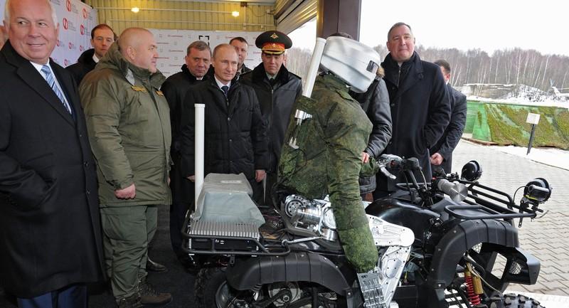 'Chiến binh thép' ra mắt Tổng thống Putin - ảnh 1