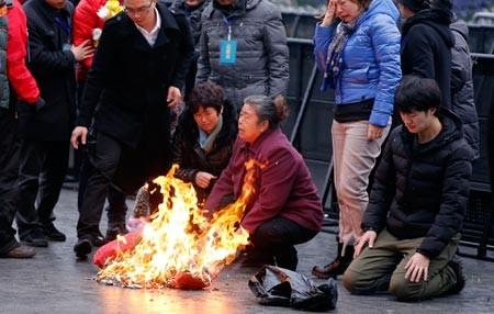 Mỗi nạn nhân vụ giẫm đạp Thượng Hải được bồi thường hơn 2,79 tỉ đồng - ảnh 1