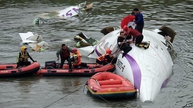 Máy bay rơi xuống sông: ít nhất 8 người chết - ảnh 4