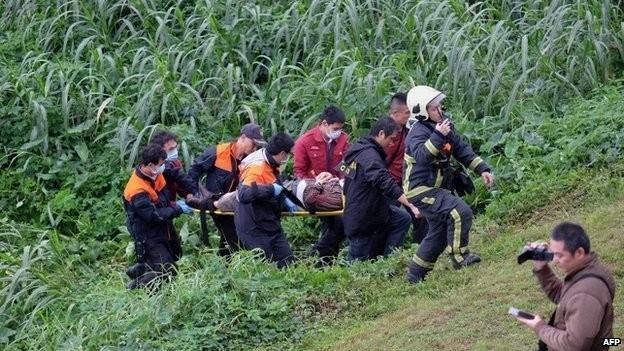 Máy bay rơi xuống sông: ít nhất 8 người chết - ảnh 1