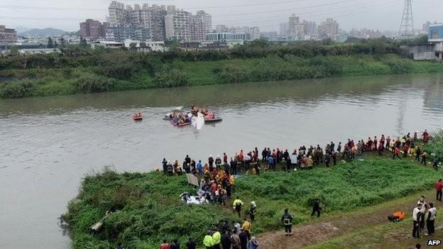 Máy bay rơi xuống sông: ít nhất 8 người chết - ảnh 2