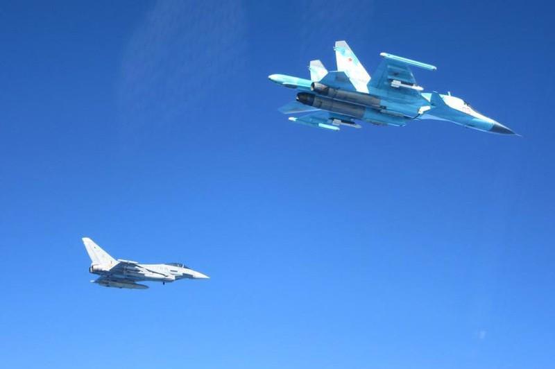 Máy bay chiến đấu Tây Ban Nha và Nga 'chạm mặt' trên biển Baltic - ảnh 2