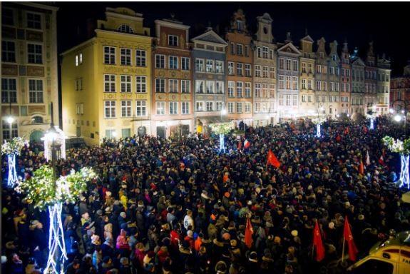 Thị trưởng Ba Lan bị đâm đã qua đời khiến châu Âu thương xót - ảnh 3