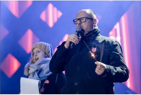 Thị trưởng Ba Lan bị đâm đã qua đời khiến châu Âu thương xót - ảnh 1