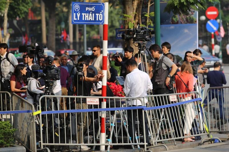 Mỹ-Triều ngày 1: Trump-Kim bắt tay 'lịch sử' giữa lòng Hà Nội - ảnh 21