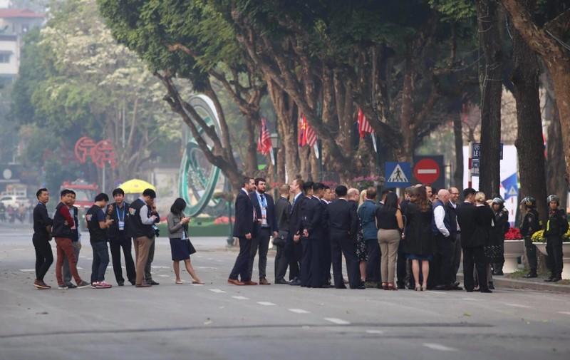 Mỹ-Triều ngày 1: Trump-Kim bắt tay 'lịch sử' giữa lòng Hà Nội - ảnh 15