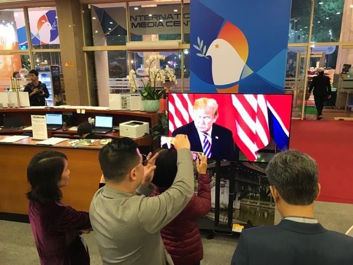 Mỹ-Triều ngày 1: Trump-Kim bắt tay 'lịch sử' giữa lòng Hà Nội - ảnh 8
