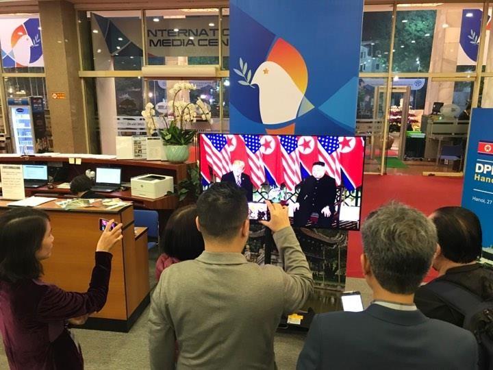 Mỹ-Triều ngày 1: Trump-Kim bắt tay 'lịch sử' giữa lòng Hà Nội - ảnh 7