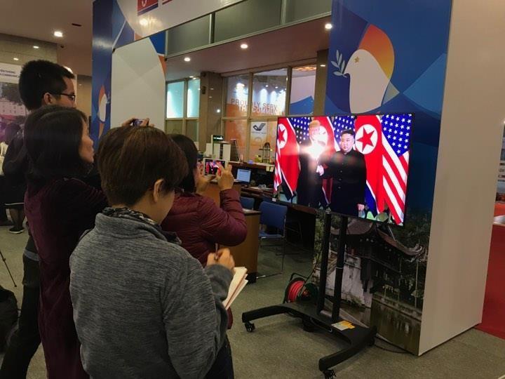 Mỹ-Triều ngày 1: Trump-Kim bắt tay 'lịch sử' giữa lòng Hà Nội - ảnh 11