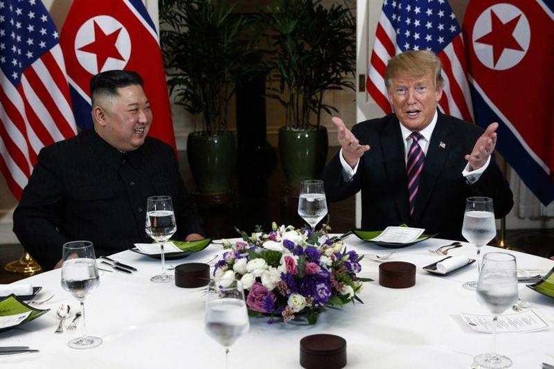 Mỹ-Triều ngày 1: Trump-Kim bắt tay 'lịch sử' giữa lòng Hà Nội - ảnh 3