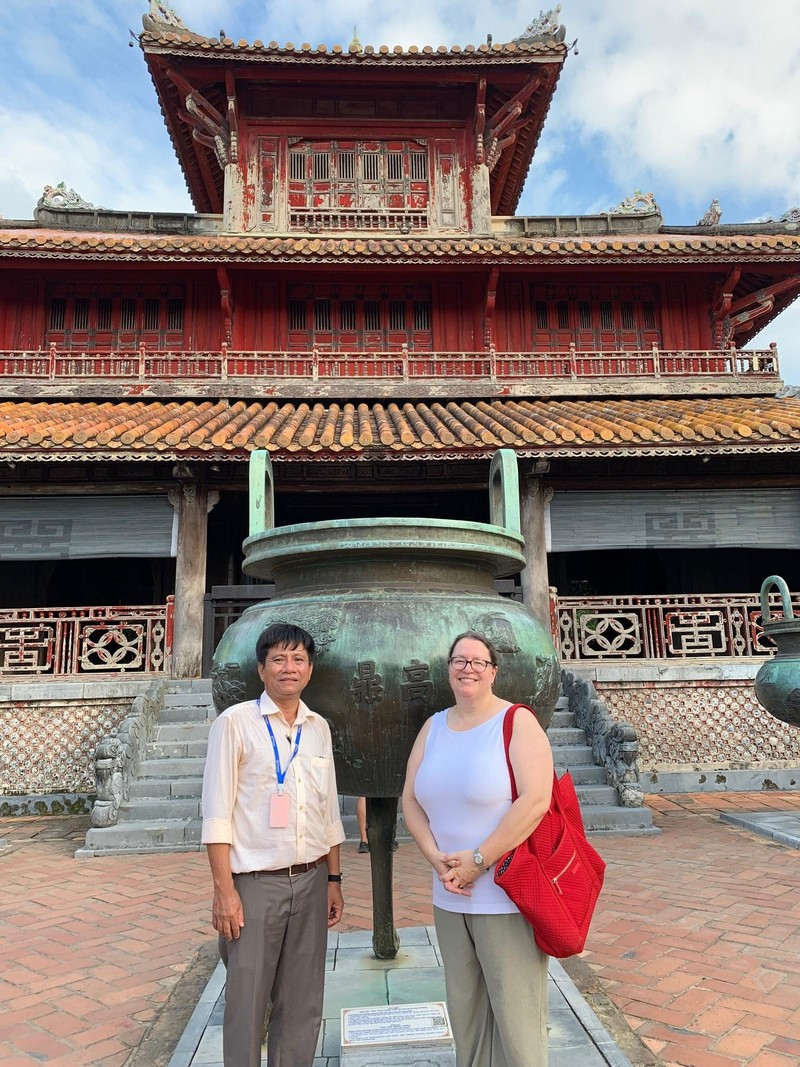 Tổng Lãnh sự Mỹ có chuyến thăm đầu tiên đến Huế và Đà Nẵng - ảnh 1