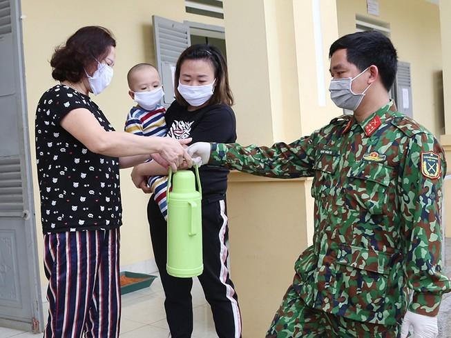 Chống dịch COVID-19: Nét riêng của Việt Nam so với thế giới - ảnh 2