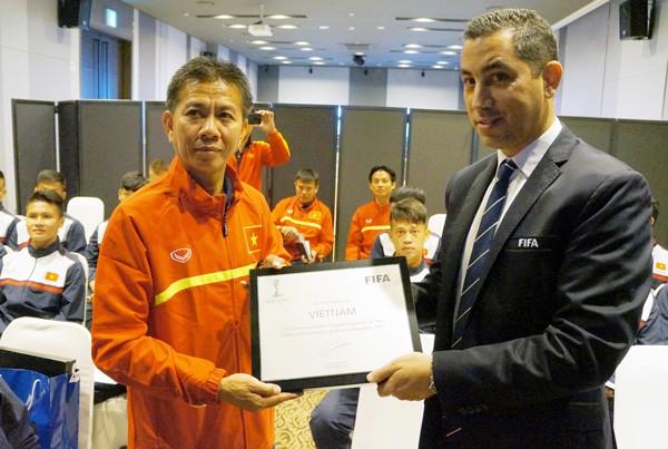 U-20 Việt Nam bất ngờ nhận quà đặc biệt - ảnh 2