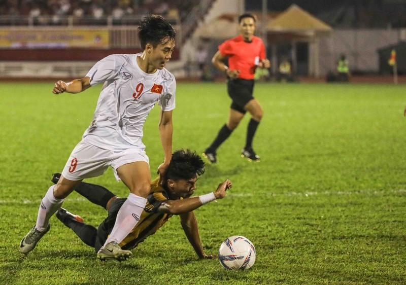 """Vì sao Malaysia """"chơi bẩn"""" ở môn bóng đá SEA Games? - ảnh 1"""