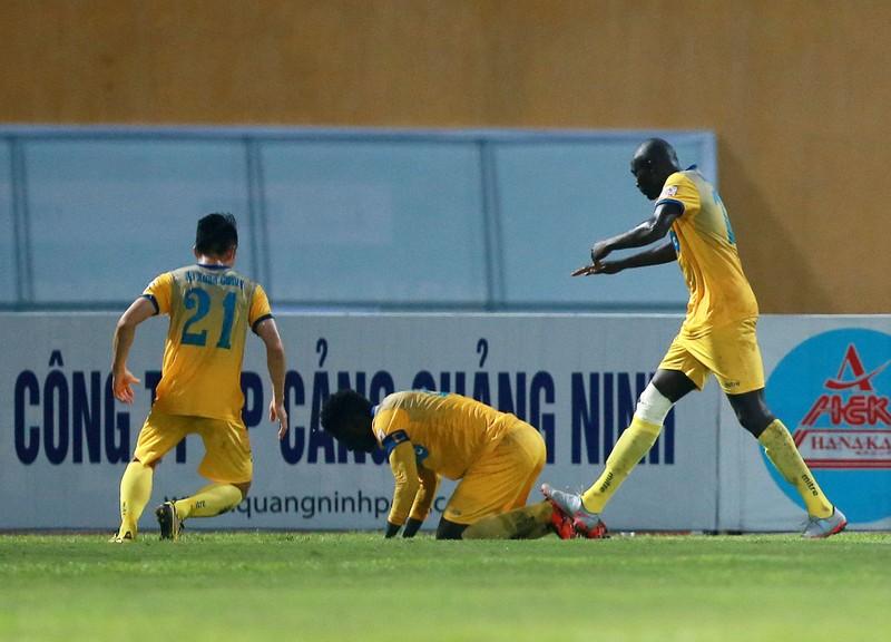 Vòng 23 V-League: Nhìn nhau mà đá! - ảnh 1