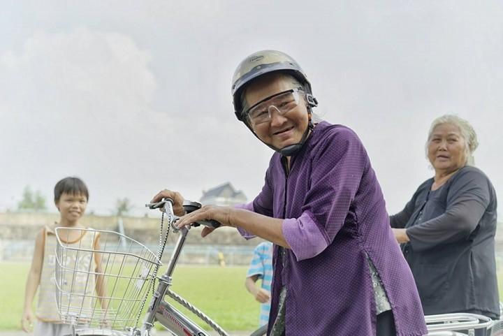 CLB Cựu sinh viên TP.HCM đá bóng 'Tiếp sức đến trường' - ảnh 5