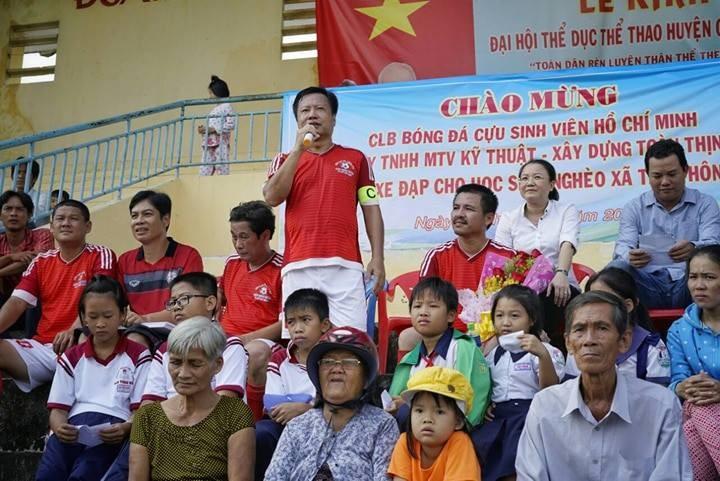 CLB Cựu sinh viên TP.HCM đá bóng 'Tiếp sức đến trường' - ảnh 10