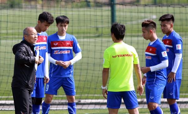 Thầy Park bất ngờ loại 4 cầu thủ U-23 - ảnh 1