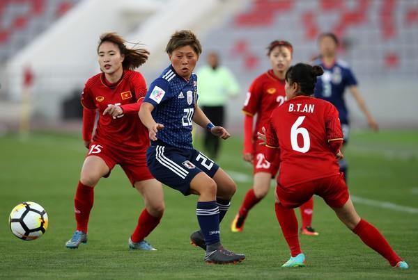 Mất hai trung vệ, tuyển Việt Nam thua Nhật toàn diện  - ảnh 2