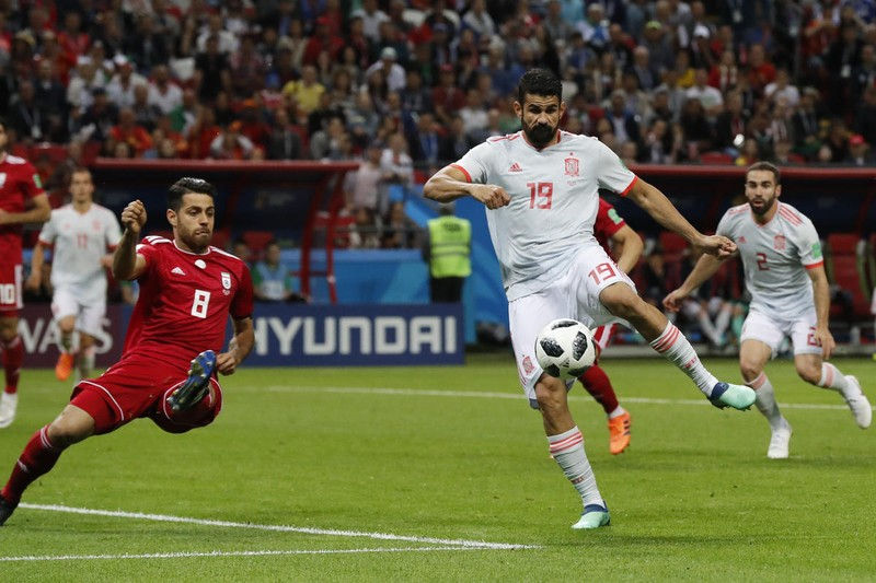 Bò tót Tây Ban Nha sẽ húc ngã gấu Nga hơn một bàn thắng - ảnh 1