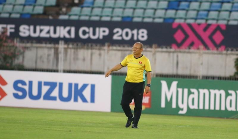 Ông giáo Park Hang-seo dễ thương trước trận quyết đấu Myanmar - ảnh 8