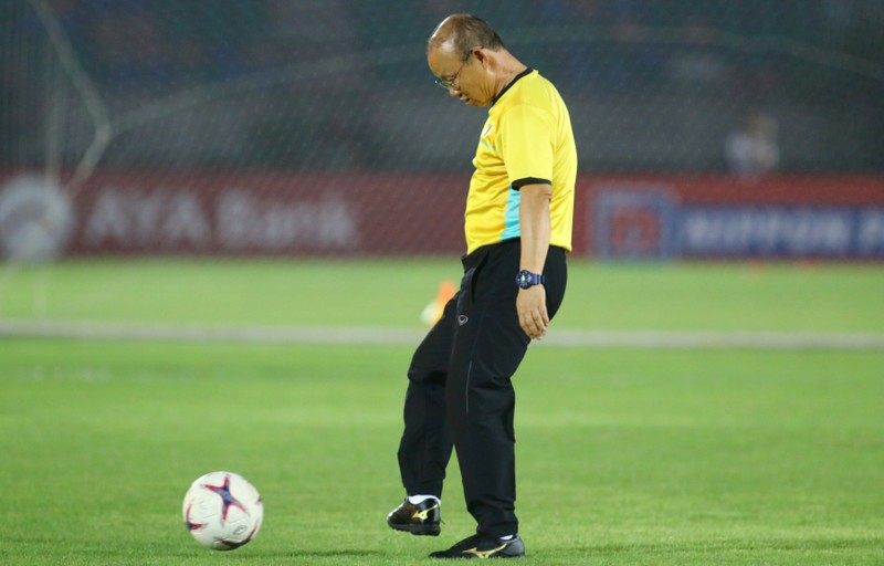 Ông giáo Park Hang-seo dễ thương trước trận quyết đấu Myanmar - ảnh 11