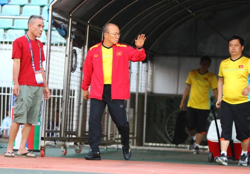 Ông giáo Park Hang-seo dễ thương trước trận quyết đấu Myanmar - ảnh 1