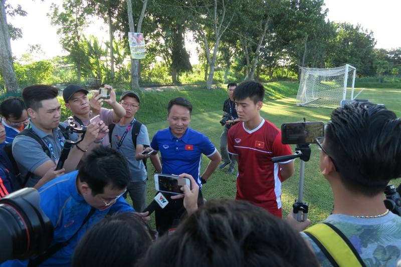 Thầy trò Park Hang-seo tập buổi đầu tiên trên đất Philippines - ảnh 1