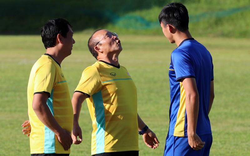 Ông Park dạy tiền đạo ghi bàn và thủ môn chống không chiến - ảnh 2