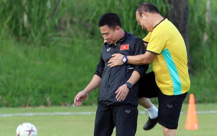 Ông Park dạy tiền đạo ghi bàn và thủ môn chống không chiến - ảnh 6