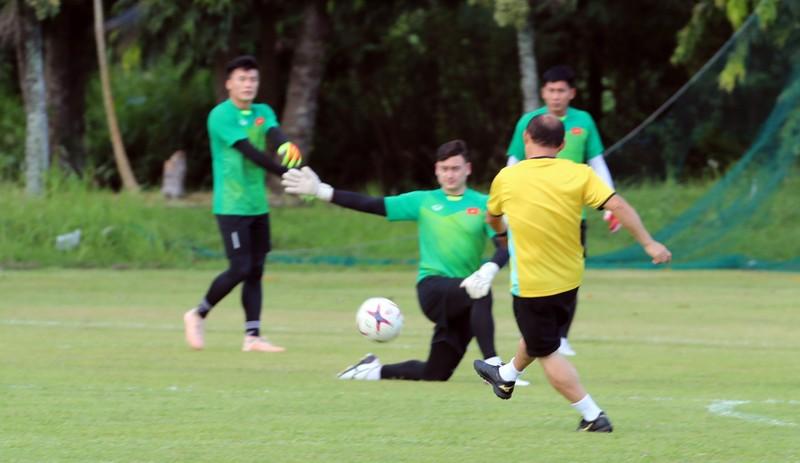 Ông Park dạy tiền đạo ghi bàn và thủ môn chống không chiến - ảnh 9