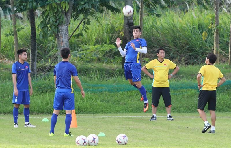Ông Park dạy tiền đạo ghi bàn và thủ môn chống không chiến - ảnh 3