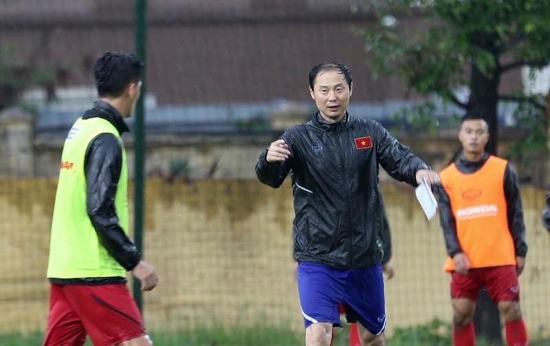 U-23 Việt Nam tập buổi đầu tiên với thầy mới Kim Han-yoon - ảnh 2