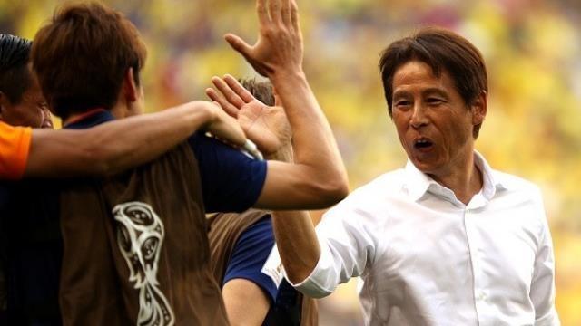 Nhìn sang ông Park, cựu tiền đạo Kiatisak lo cho bóng đá Thái - ảnh 2