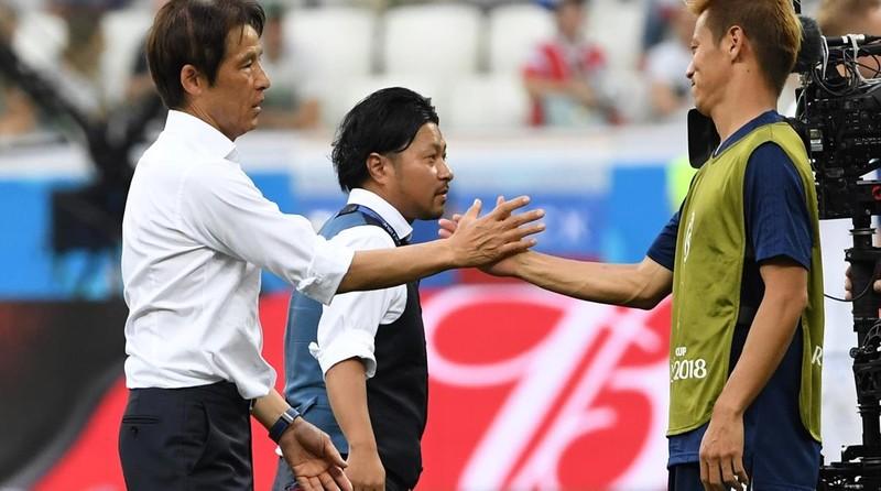 Chủ tịch LĐBĐ Thái Lan Somyot phản ứng HLV Akira Nishino - ảnh 3