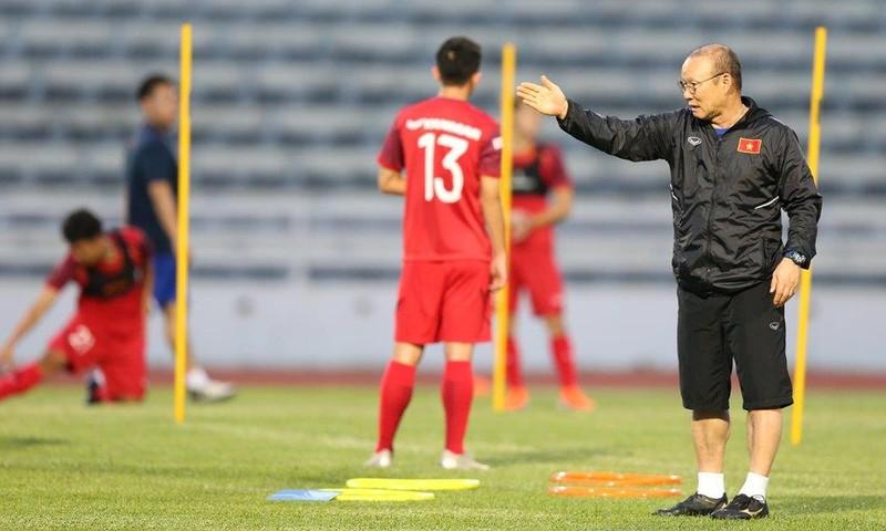 Kiatisak lại tuyên bố Thái Lan sẽ đánh bại tuyển Việt Nam - ảnh 1