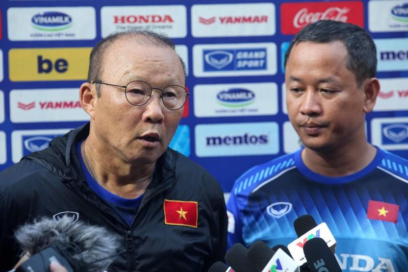 Ông Park loại 3 cầu thủ sang Thái Lan, hồi hộp với Văn Hậu - ảnh 1