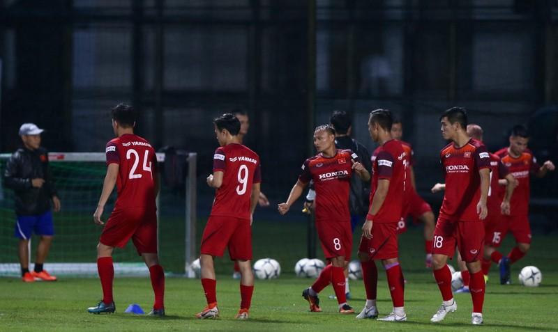 Ông Park loại 3 cầu thủ sang Thái Lan, hồi hộp với Văn Hậu - ảnh 2
