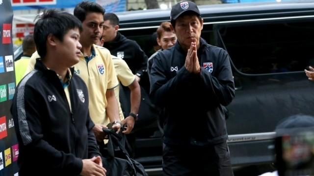 HLV tuyển Thái Lan đau đầu vì 'đi săn không súng' - ảnh 1