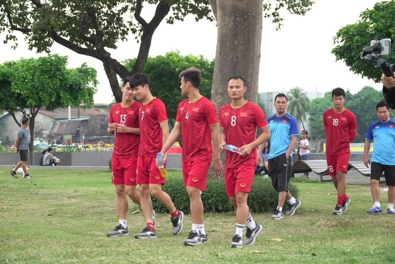 Thầy trò ông Park thư thái trước trận quyết đấu Singapore - ảnh 8