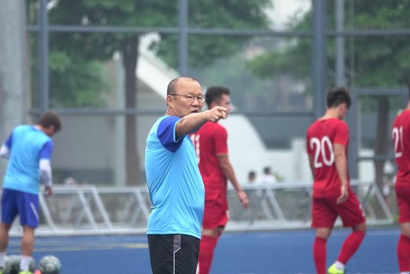 Thầy trò ông Park thư thái trước trận quyết đấu Singapore - ảnh 1
