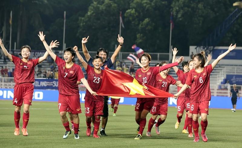 Thưởng nóng tiền tỉ cho các đội tuyển bóng đá nam, nữ Việt Nam - ảnh 1
