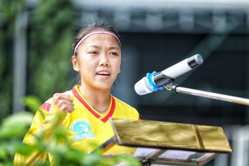 NSND Việt Anh chơi bóng từ thiện với các nhà vô địch SEA Games - ảnh 1