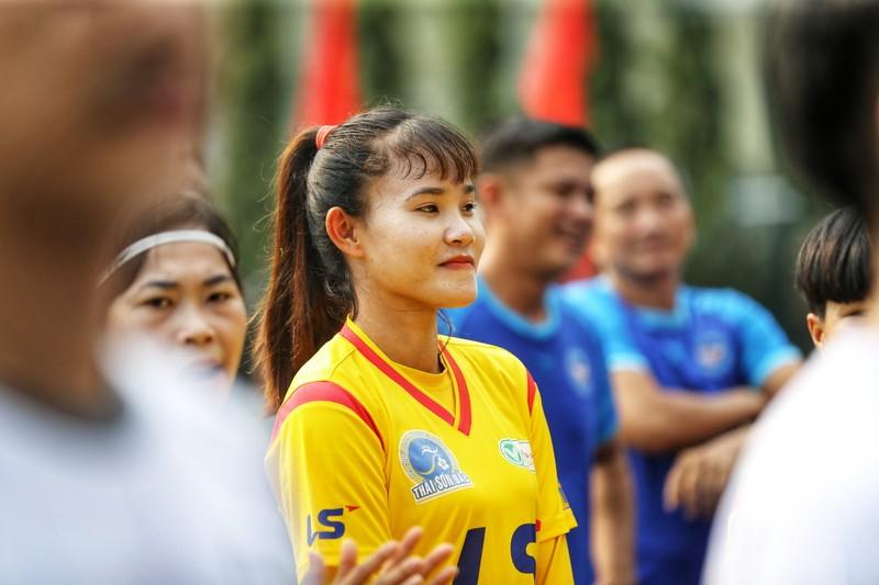 NSND Việt Anh chơi bóng từ thiện với các nhà vô địch SEA Games - ảnh 2