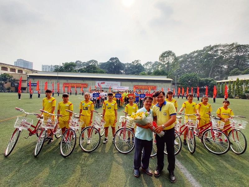NSND Việt Anh chơi bóng từ thiện với các nhà vô địch SEA Games - ảnh 3