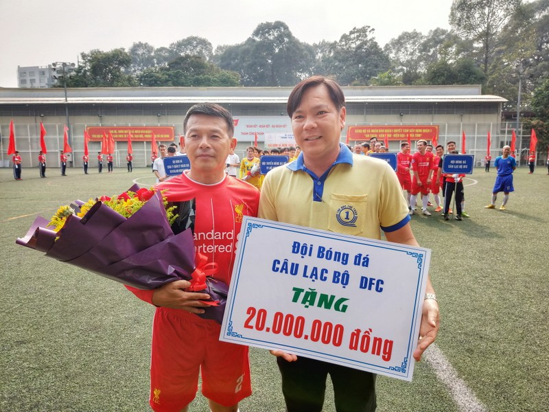 NSND Việt Anh chơi bóng từ thiện với các nhà vô địch SEA Games - ảnh 6