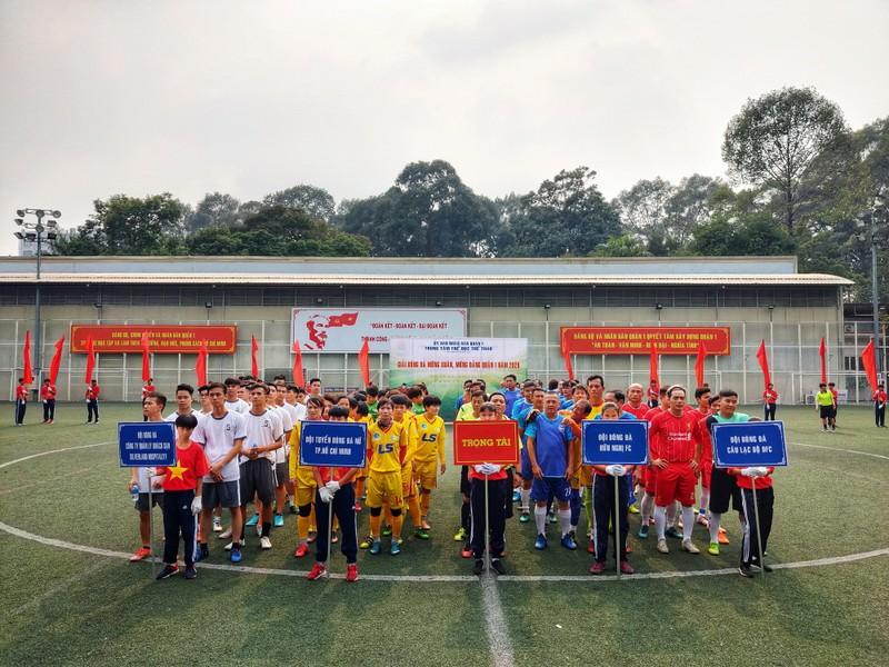 NSND Việt Anh chơi bóng từ thiện với các nhà vô địch SEA Games - ảnh 8