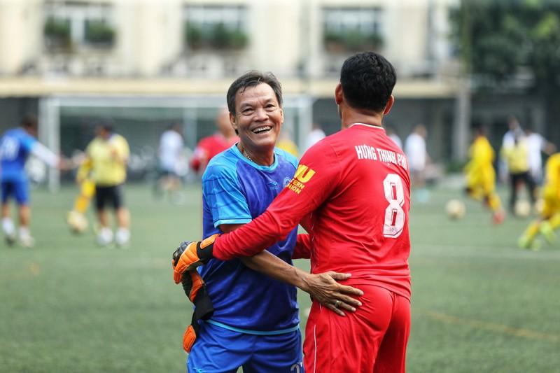 NSND Việt Anh chơi bóng từ thiện với các nhà vô địch SEA Games - ảnh 10