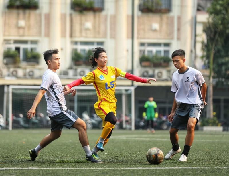 NSND Việt Anh chơi bóng từ thiện với các nhà vô địch SEA Games - ảnh 11